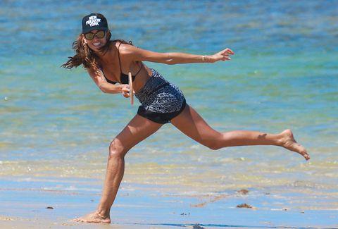 Fun, Human leg, Elbow, Summer, Leisure, People in nature, Sleeveless shirt, Waist, Beach, Helmet,