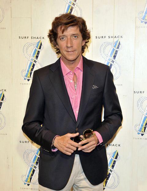 Dress shirt, Collar, Shirt, Outerwear, Formal wear, Style, Coat, Blazer, Suit trousers, Pocket,
