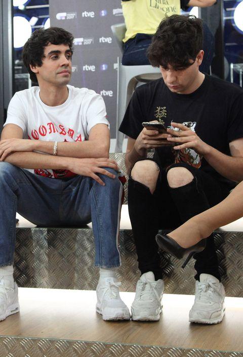 Sitting, T-shirt, Shoe, Jeans,