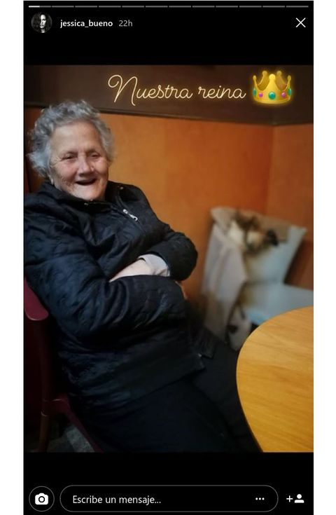 Jacket, Blond, String instrument, Photo caption, String instrument, Portrait photography, Varnish, Wrinkle, Screenshot,