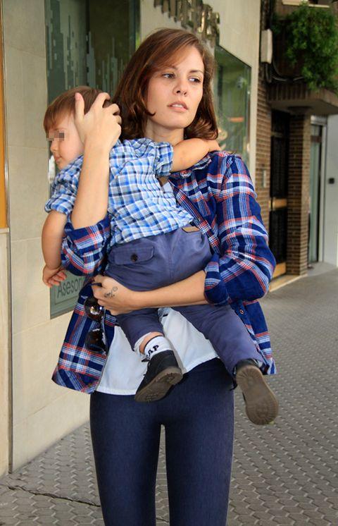 Clothing, Plaid, Shoulder, Textile, Joint, Pattern, Tartan, Knee, Street fashion, Bag,