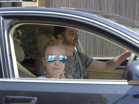 Eyewear, Sunglasses, Vehicle door, Motor vehicle, Vehicle, Driving, Car, Automotive exterior, Glasses, Auto part,
