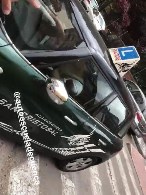 Vehicle door, Vehicle, Windshield, Car, Glass, Automotive window part, Automotive exterior, Auto part, Bumper, Rim,