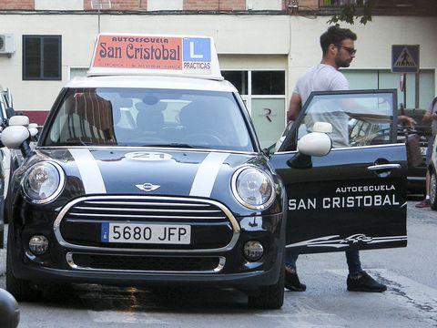 Automotive design, Vehicle, Land vehicle, Vehicle registration plate, Grille, Car, Headlamp, Hatchback, Logo, Mini,