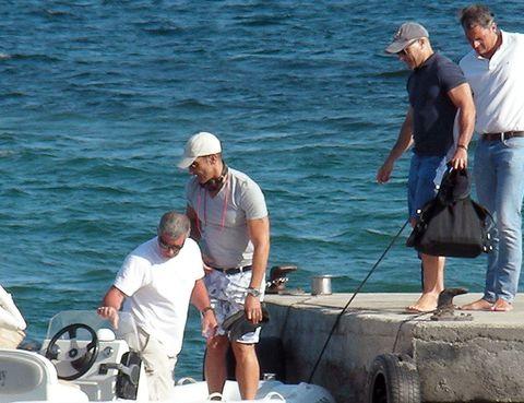 Leg, Human body, Water, Jeans, Tourism, Cap, Outdoor recreation, Hat, Vacation, Bermuda shorts,