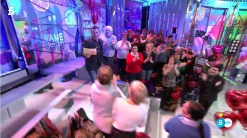 People, Fun, Social group, Crowd, Magenta, Pink, Community, Audience, Purple, Violet,