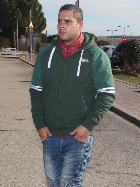 Outerwear, Jacket, Hoodie, Jeans, T-shirt, Sleeve, Sweater, Denim,