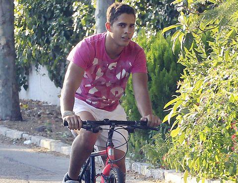 Bicycle frame, Wheel, Bicycle wheel, Bicycle handlebar, Bicycle, Bicycle wheel rim, Bicycle part, Bicycle tire, Land vehicle, Bicycle fork,