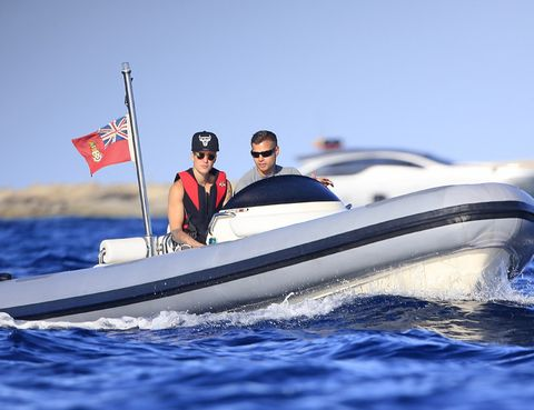Eyewear, Vision care, Watercraft, Recreation, Goggles, Flag, Boat, Outdoor recreation, Sunglasses, Boating,
