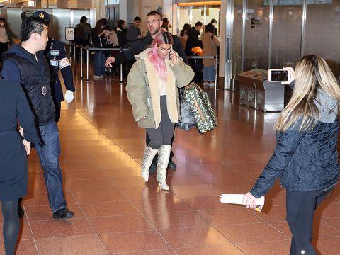 Leg, Trousers, Coat, Outerwear, Jeans, Jacket, Flooring, Floor, Hat, Denim,