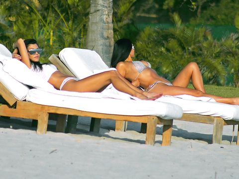 Comfort, Human leg, Leisure, Sitting, Summer, Elbow, People in nature, Swimwear, Knee, Vacation,