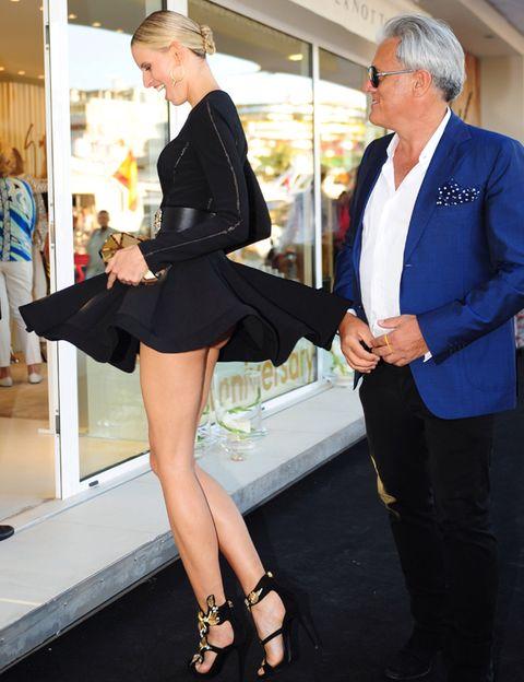 Clothing, Leg, Trousers, Human body, Human leg, Coat, Shirt, Dress shirt, Joint, Outerwear,