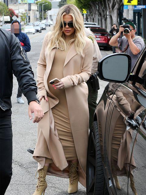 Eyewear, Vision care, Leg, Trousers, Coat, Outerwear, Sunglasses, Fender, Automotive mirror, Bag,