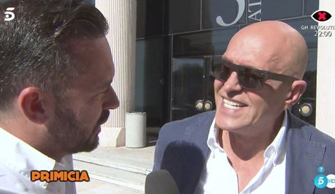Eyewear, Nose, Chin, Forehead, Glasses, Jaw, Ear, Neck, Interview, Facial hair,