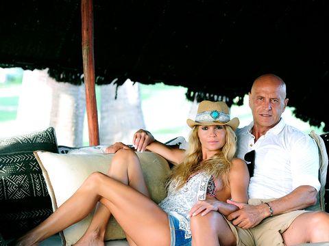 Leg, Hat, Sitting, Human leg, Fashion accessory, Thigh, Sun hat, Couch, Flash photography, Fedora,