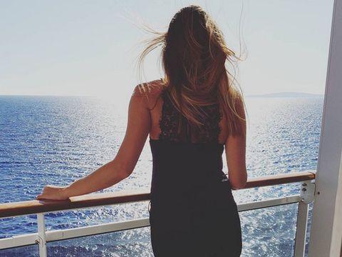 Shoulder, Water, Coastal and oceanic landforms, Summer, Ocean, Elbow, Sea, Horizon, Beauty, Dress,