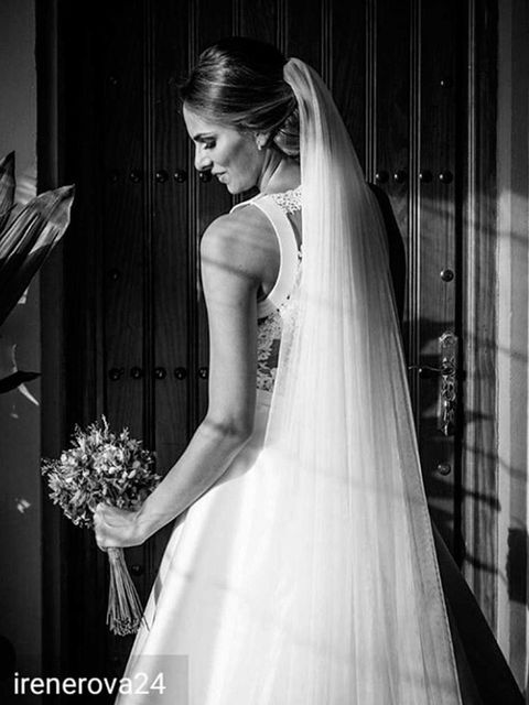 Clothing, Hairstyle, Bridal clothing, Shoulder, Dress, Bridal veil, Textile, Photograph, Joint, White,