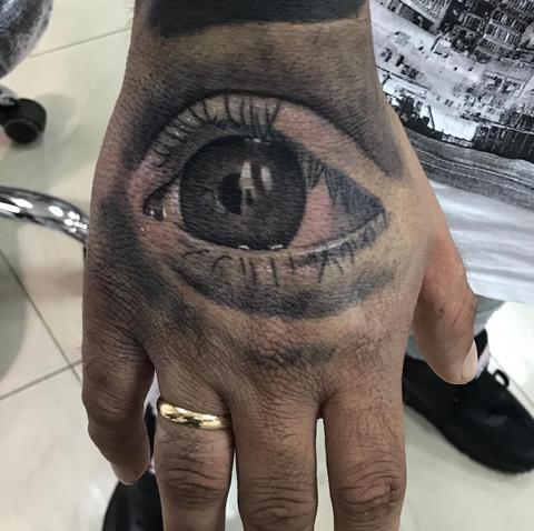 Finger, Skin, Wrist, Nail, Wrinkle, Temporary tattoo, Sandal, Slipper, Flesh,