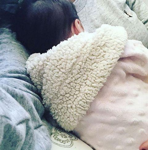 Textile, Comfort, Fur, Nap, Sleep, Plush, Natural material, Love, Blanket, Linens,