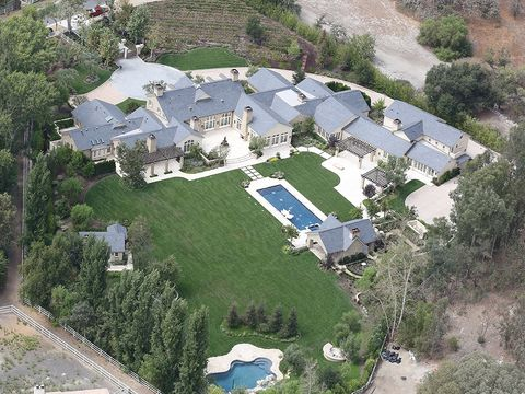 Property, Aerial photography, Landscape, Land lot, Tree, Residential area, Real estate, House, Home, Urban design,