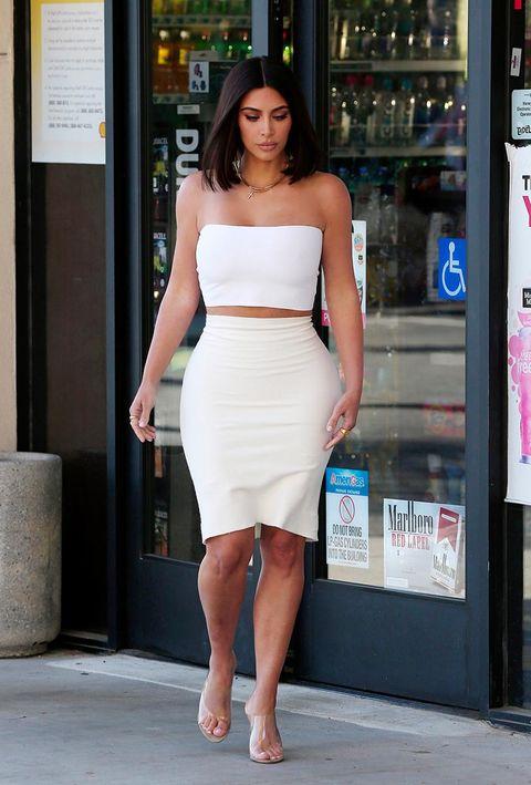 Human leg, Human body, Dress, Shoulder, Waist, Joint, Style, Toe, Fashion model, Knee,