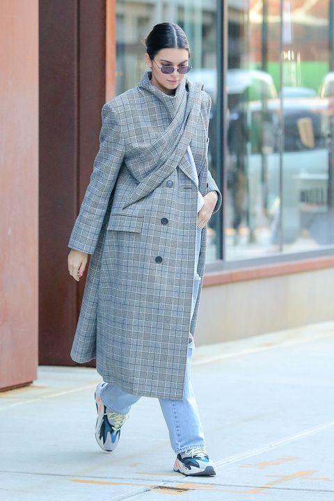 Clothing, Street fashion, Fashion, Coat, Outerwear, Fashion model, Overcoat, Trench coat, Eyewear, Sunglasses,