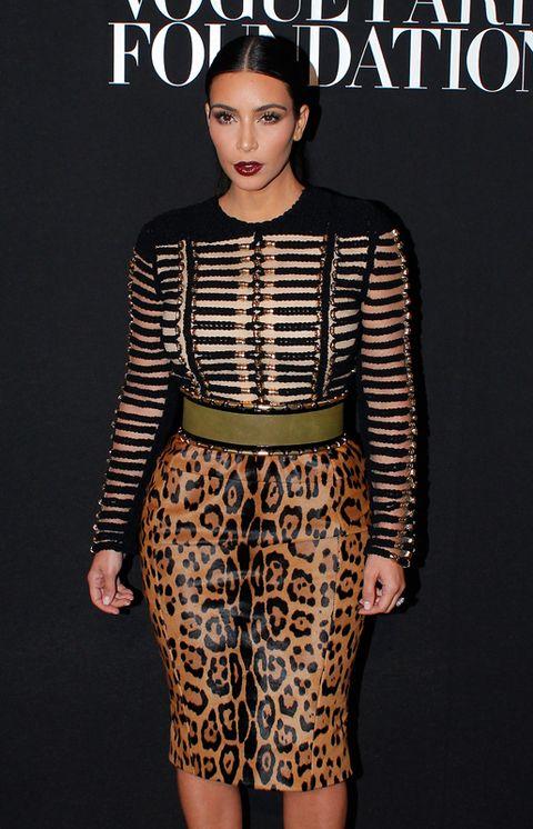 Sleeve, Human body, Shoulder, Joint, Waist, Style, Pattern, Fashion model, Fashion, Neck,