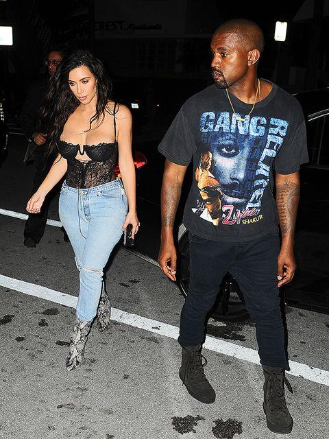 Clothing, Trousers, Denim, Style, T-shirt, Street fashion, Fashion, Cool, Black, Thigh,