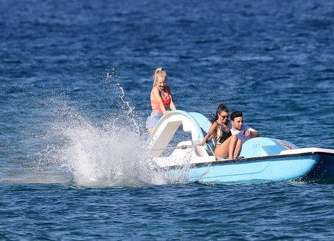 Clothing, Daytime, Fun, Watercraft, Recreation, Water, Leisure, Outdoor recreation, Comfort, Boat,