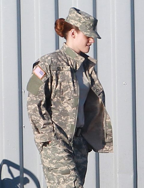 Military uniform, Military person, Soldier, Military camouflage, Army, Camouflage, Military organization, Sleeve, Military, Cargo pants,