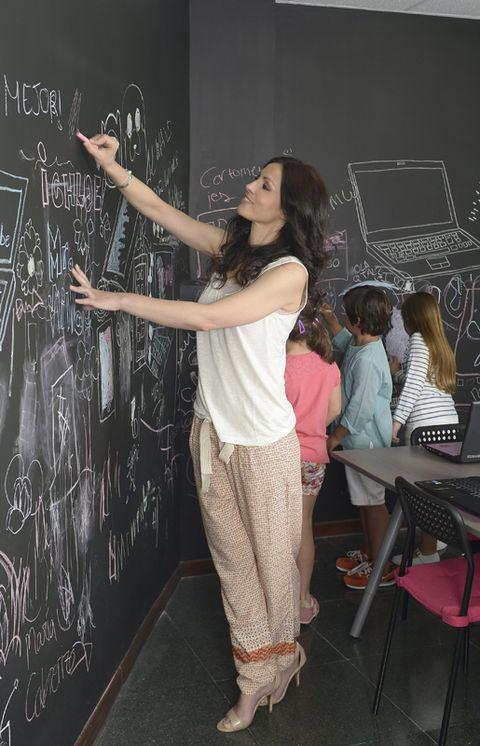 Human body, Blackboard, Chair, Chalk, Class, Foot, Design, Waist, Education, Long hair,