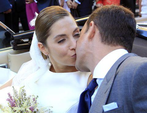 Ear, Forehead, Petal, Kiss, Formal wear, Interaction, Love, Romance, Bride, Ceremony,