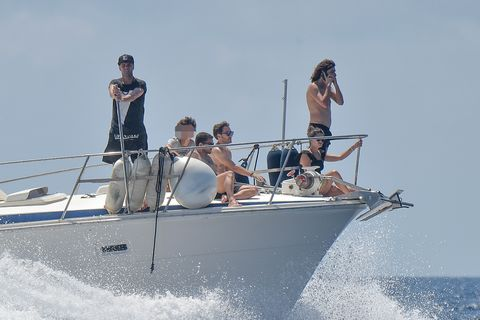 Water transportation, Boat, Boating, Vehicle, Recreation, Boats and boating--Equipment and supplies, Vacation, Fun, Watercraft, Crew,