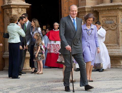 Footwear, Leg, Trousers, Shirt, Coat, Outerwear, Dress shirt, Suit, Suit trousers, Formal wear,
