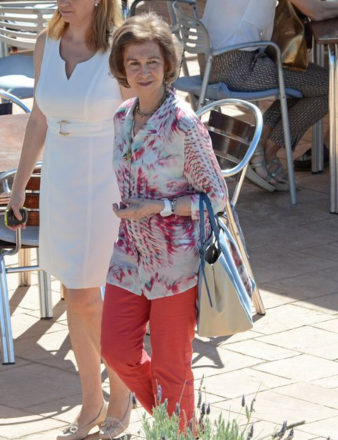 Bag, Chair, Fashion accessory, Fashion, Street fashion, Luggage and bags, Handbag, Necklace, Day dress, Sandal,
