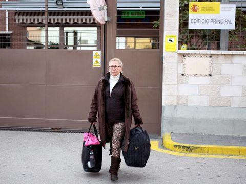 Photograph, Style, Luggage and bags, Urban area, Jacket, Street fashion, Travel, Fashion, Bag, Maroon,
