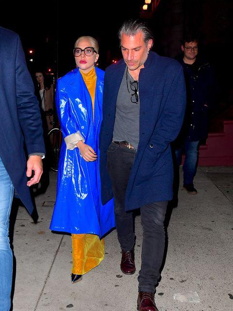 Clothing, Footwear, Leg, Coat, Trousers, Textile, Outerwear, Electric blue, Blazer, Winter,