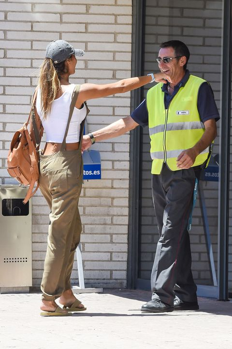 Gesture, Conversation, Tourism, Police officer, Pedestrian, Official,