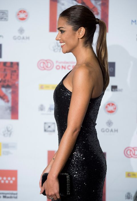 Hair, Clothing, Dress, Shoulder, Hairstyle, Beauty, Fashion, Long hair, Little black dress, Premiere,