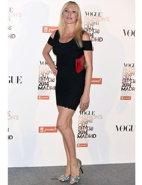 Dress, Shoulder, Joint, Human leg, Red, Premiere, Style, One-piece garment, Cocktail dress, Sandal,