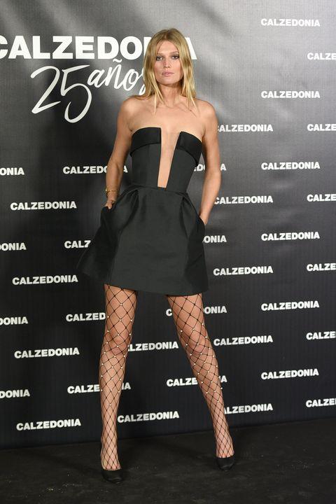 Clothing, Dress, Cocktail dress, Shoulder, Little black dress, Fashion, Strapless dress, Fashion model, Joint, Leg,