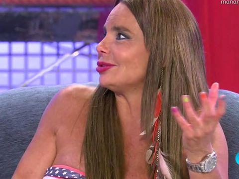 Finger, Lip, Hairstyle, Skin, Eyebrow, Wrist, Eyelash, Style, Watch, Beauty,