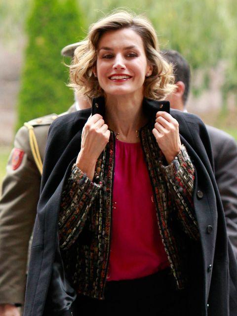 Textile, Outerwear, Facial expression, Style, Street fashion, Jacket, Fashion accessory, Fashion, Stole, Blazer,