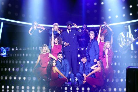 Performance, Entertainment, Stage, Performing arts, Music artist, Concert, Event, Public event, Fun, Music venue,