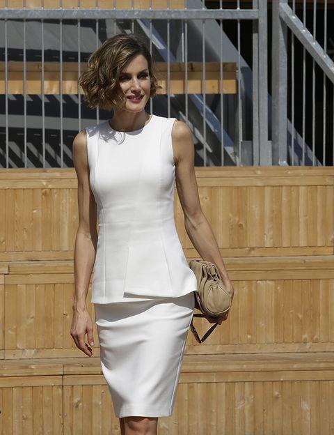 Sleeve, Shoulder, Joint, White, Waist, Style, Dress, Fashion, Knee, Street fashion,