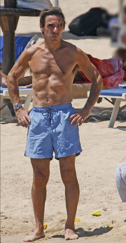 Leg, Human leg, board short, Active shorts, Shorts, Muscle, Sunglasses, Trunks, Chest, Barechested,