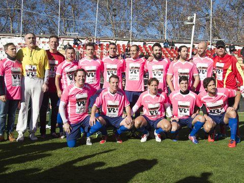 Jersey, Sports uniform, Social group, Community, Team, Sportswear, Sports jersey, Football player, Active shirt, Crew,