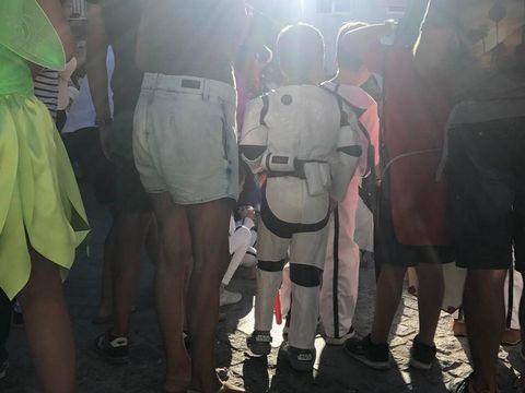 Leg, Human leg, Bag, Luggage and bags, Thigh, Waist, Hip, Pocket, Handbag,
