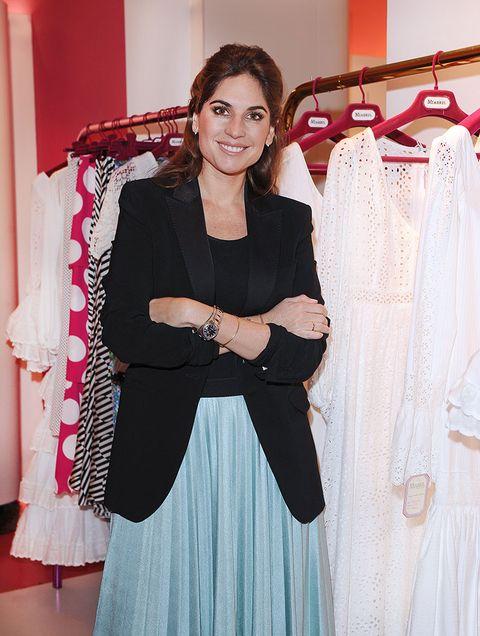 Sleeve, Textile, Style, Clothes hanger, Formal wear, Fashion, Blazer, Beige, Day dress, One-piece garment,