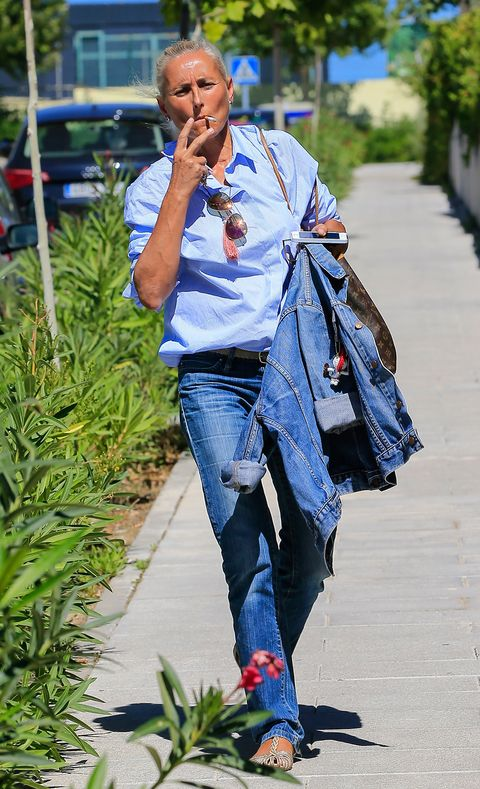 Jeans, Denim, Clothing, Street fashion, Blue, Daytime, Fashion, Textile, Electric blue, Footwear,